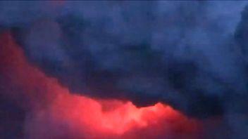 Kilauea volcano shoots lava on to tourist boat