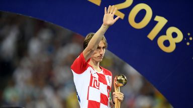 Low backs 'intelligent' Modric for award