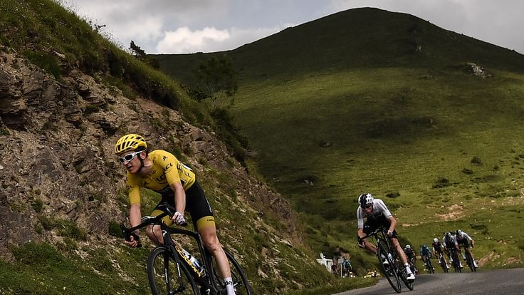 TOPSHOT - Great Britain's Geraint Thomas (L), wearing the overall leader's yellow jersey, and Great Britain's Christopher Froome (R) ride downhill during the 17th stage of the 105th edition of the Tour de France cycling race, between Bagneres-de-Luchon and Saint-Lary-Soulan Col du Portet, southwestern France, on July 25, 2018. (Photo by Marco BERTORELLO / AFP) (Photo credit should read MARCO BERTORELLO/AFP/Getty Images)