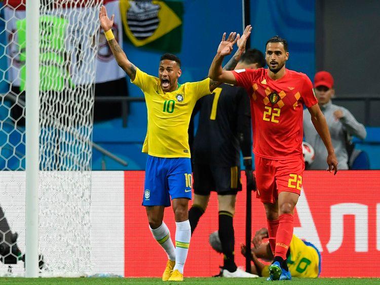 Neymar appeals for a penalty