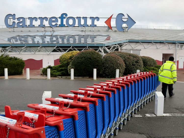 Tesco plans tie-up with Carrefour to cut prices