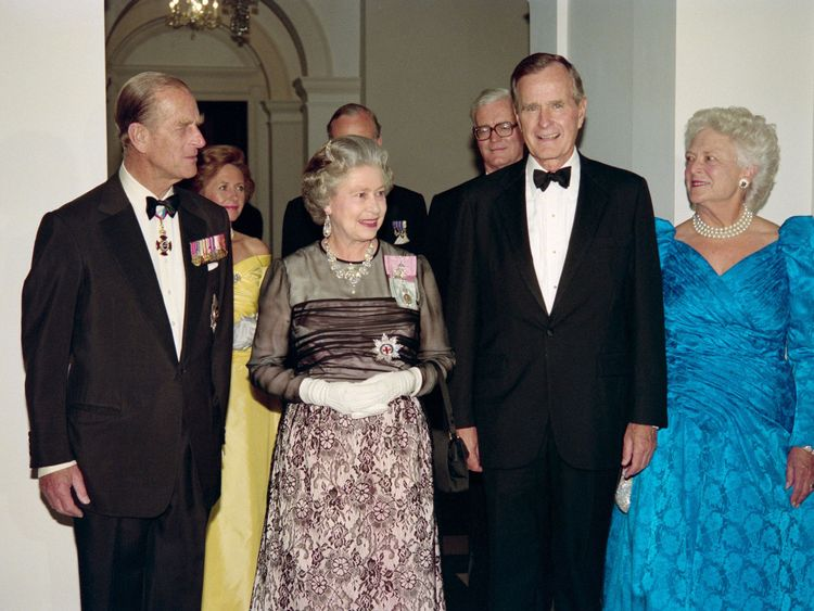 The Queen with George and Barbara Bush on May 16 1991 at the British Embassy in Washington