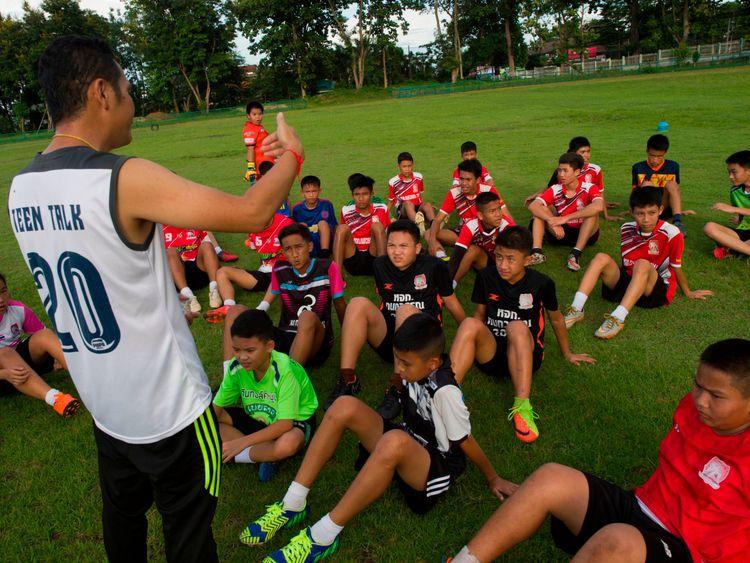 Head coach Nopparat Khantavong instructs his players