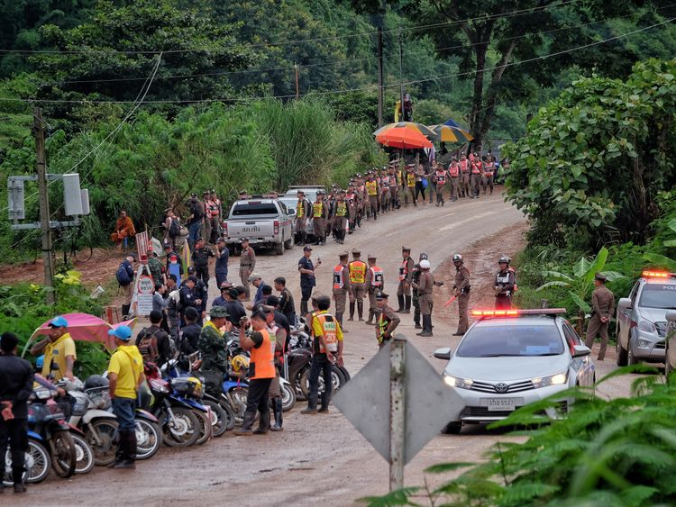 Treacherous Thai cave rescue bid enters day 2