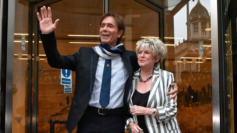 Cliff Richard and Gloria Hunniford outside court
