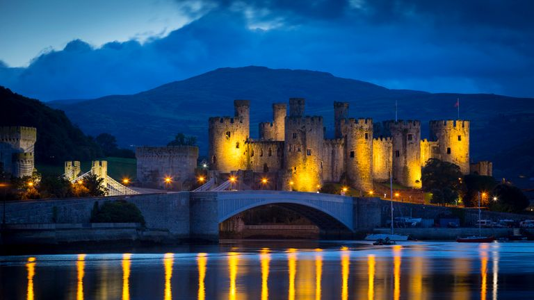 Conwy Castle in North Wales was lit in yellow to celebrate Geraint Thomas's Tour de France win