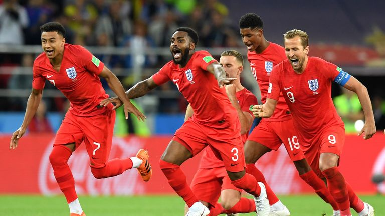 The moment everyone ran to Jordan Pickford