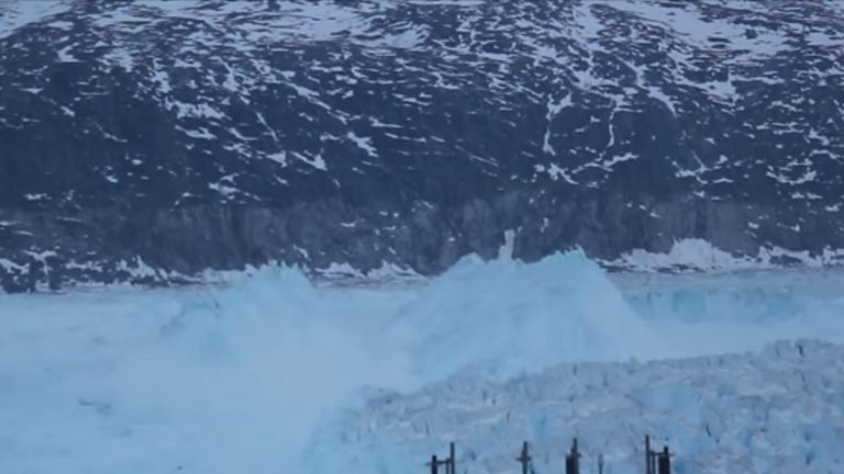 4-mile-wide iceberg detaches itself in Greenland