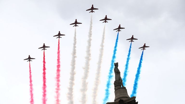 The Red Arrows fly over Nelson's Column