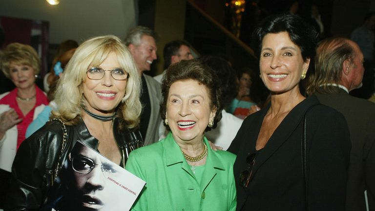 Nancy Sinatra Sr (right) pictured with her daughter 