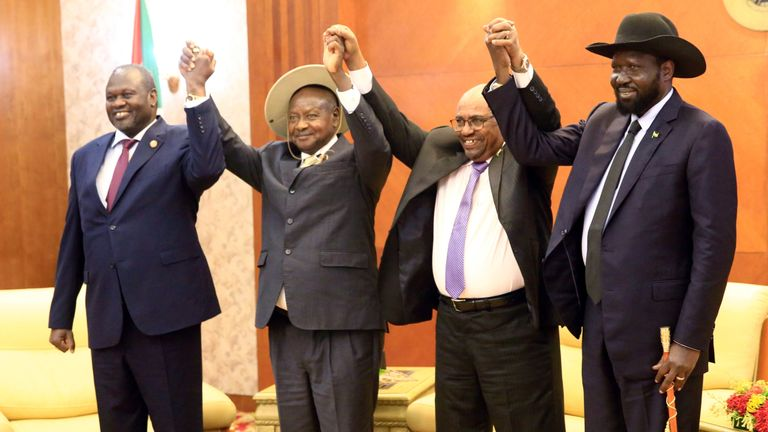 (L-R) Sudan's president, Uganda's president, South Sudan's president and the country's rebel leader at a peace meeting