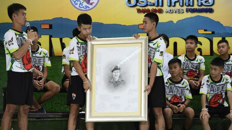 The boys pay tribute to the diver who lost his life