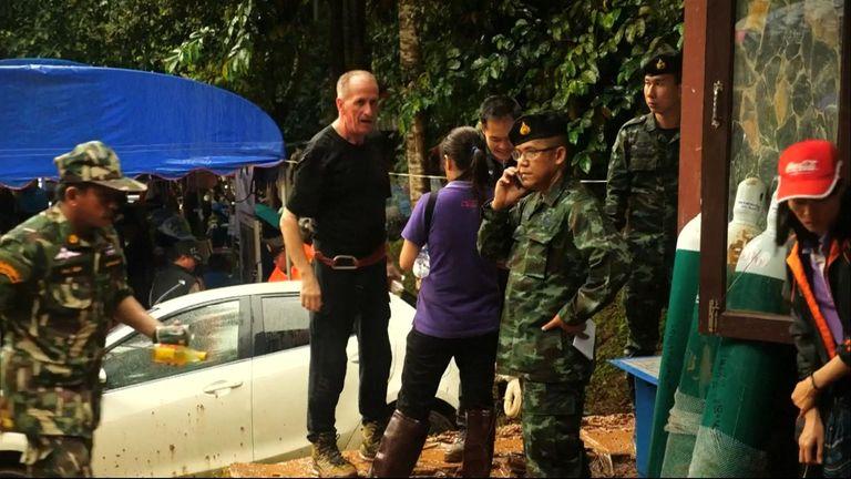 Vern Unsworth with Thai rescue teams
