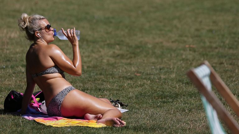 Summer Weather Aug 26 2016. A woman drinks water in St. James Park, London, during a hot day. Picture date: Friday August 26, 2016. Photo credit should read: Daniel Leal-Olivas/PA Wire