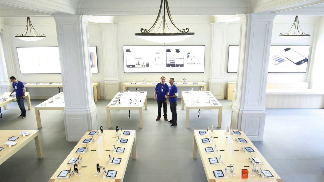 Preview of the new Apple Store in Amsterdam, on March 1, 2012. The new store, the first in the Benelux, opens his doors on March 3. AFP PHOTO/ANP ADE JOHNSON netherlands out (Photo credit should read ADE JOHNSON/AFP/Getty Images)