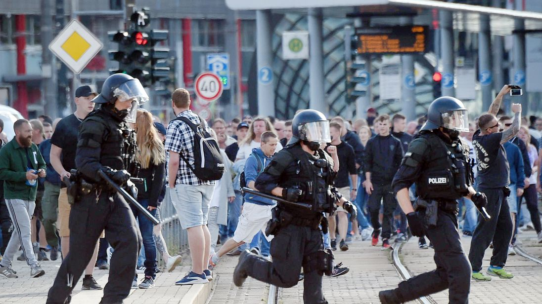 Riot police tackle unrest in Chemnitz on Sunday