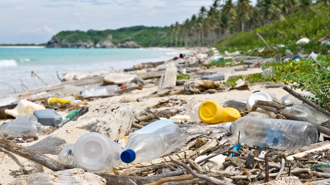 France to set penalities on non-recycled plastic