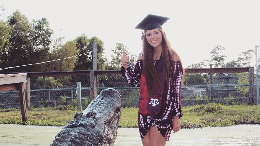 Texas student includes 14-foot long gator in graduation photos
