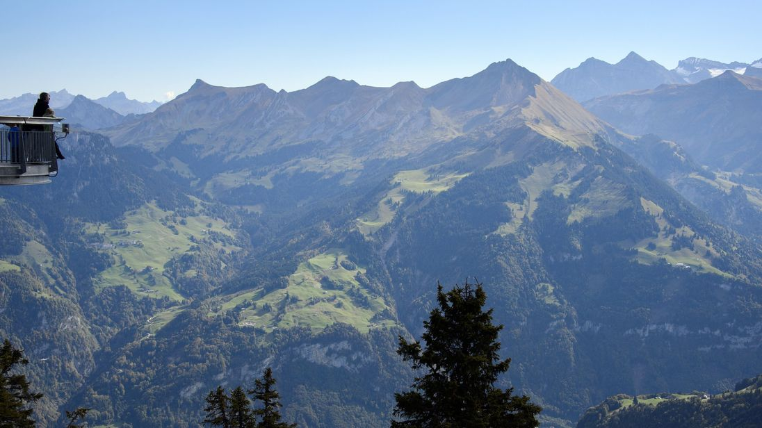 Tourist plane crashes in Swiss Alps, 20 dead