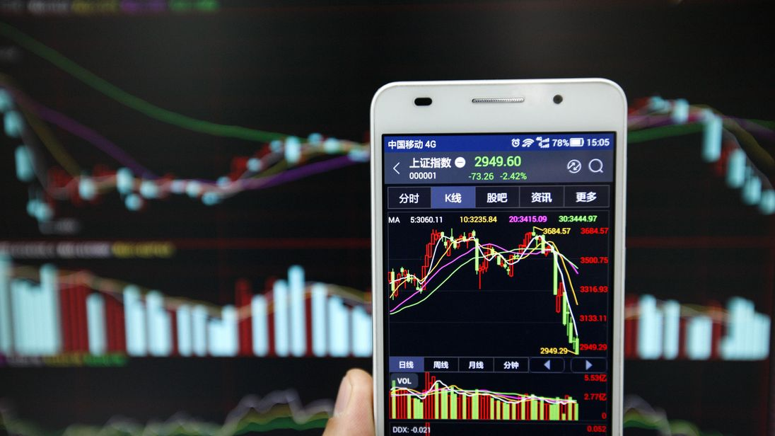 HUAIBEI, CHINA - JANUARY 13: (CHINA OUT) An investor observes the stock market on his phone at an exchange hall on January 13, 2016 in Huaibei, Anhui Province of China. The Chinese stock market was volatile on Wednesday as the Shanghai Composite Index dropped 73.26 points, or 2.42% to 2,949.60 points and the Shenzhen Compposite Index tumbled 314.88 points, or 3.06% to 9,978.82 points. (Photo by VCG/VCG via Getty Images)