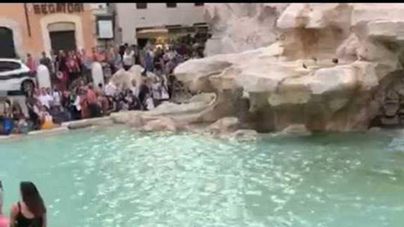 Selfie row ends in Trevi Fountain brawl