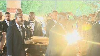 Aretha Franklin's coffin arrives for memorialservice