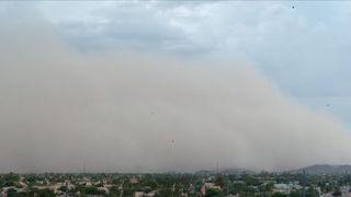 Haboob hangs oppressively over Phoenix, Arizona