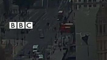 BBC exclusive footage shows moment car was driven into barrier in Westminster