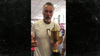 Arnold Schwarzenegger has been reunited with the Mr Universe trophy he won in 1969