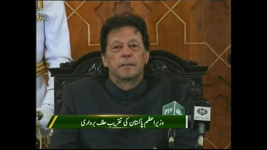 Imran Khan is sworn in as Pakistan's prime minister