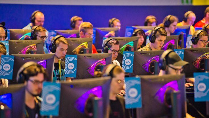Gamers at Gamescom 2018