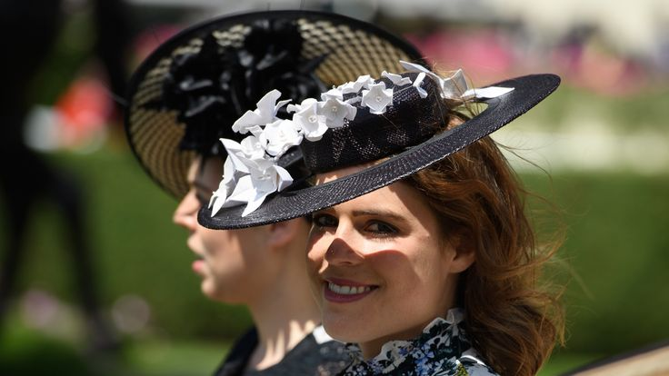Eugenie at Royal Ascot with her big sister Beatrice