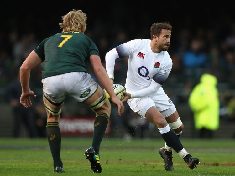 CAPE TOWN, SOUTH AFRICA - JUNE 23: Danny Cipriani of England passes the ball during the third test match between South Africa and England at Newlands Stadium on June 23, 2018 in Cape Town, South Africa. (Photo by David Rogers/Getty Images)