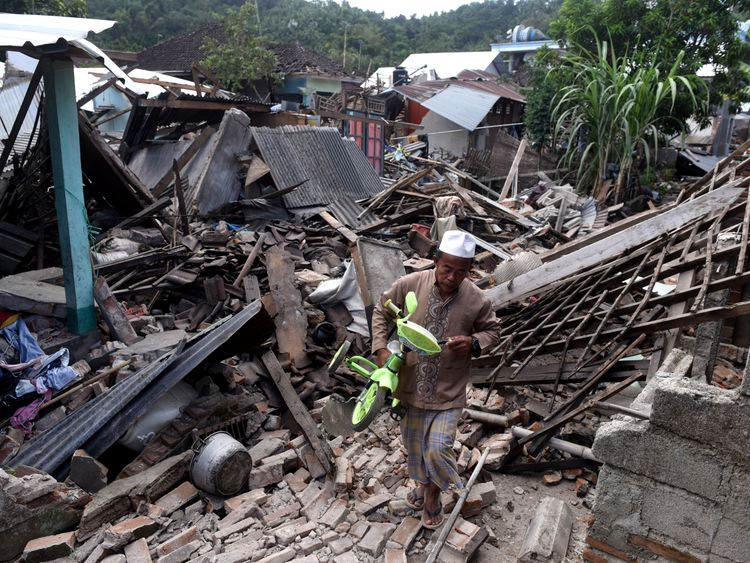 Lombok natural disaster: Strong tremor shakes Indonesian island