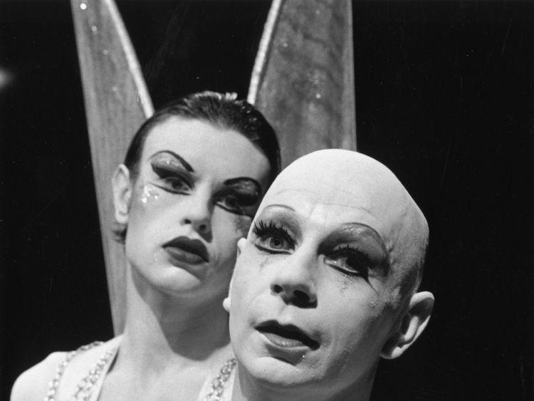 Influential mime artist Lindsay Kemp dies