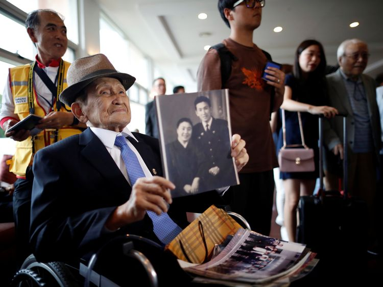 A man who has been selected as a participant for a reunion holds an old picture at a hotel used as a waiting place in Sokcho, South Korea, August 19, 2018. REUTERS/Kim Hong-Ji