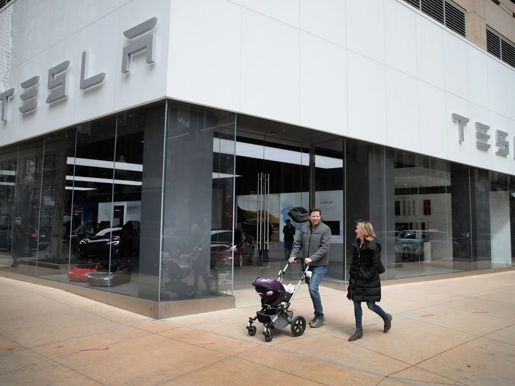 CHICAGO, IL - MARCH 30: A Tesla dealership offers cars for sale on March 30, 2018 in Chicago, Illinois. Tesla has announced it is recalling 123,000 of its Model S sedans due to a problem with power steering bolts. (Photo by Scott Olson/Getty Images)