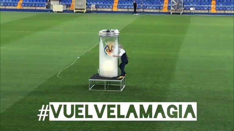 Cazorla unveiled by Villarreal with bizarre magic stunt