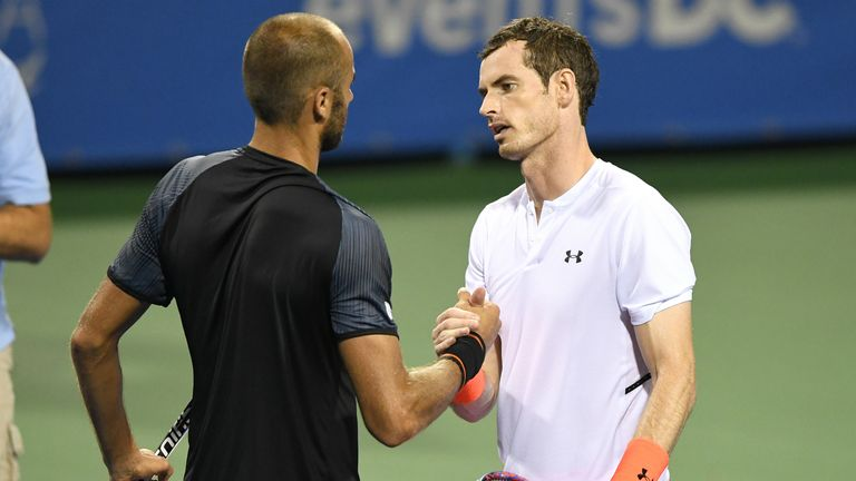 Murray reaches quarters with late-night win — ATP roundup