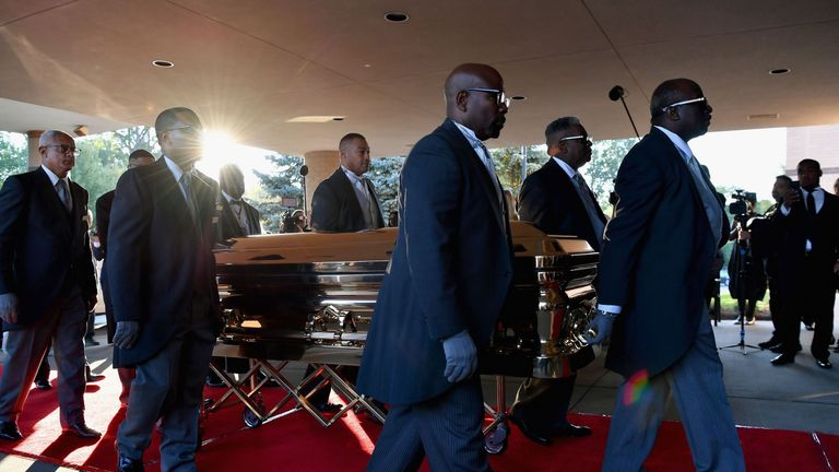 The casket of Aretha Franklin arrives at the Greater Grace Temple in advance of her funeral on August 31, 2018 in Detroit, Michigan. (Photo by Angela Weiss / AFP) (Photo credit should read ANGELA WEISS/AFP/Getty Images)