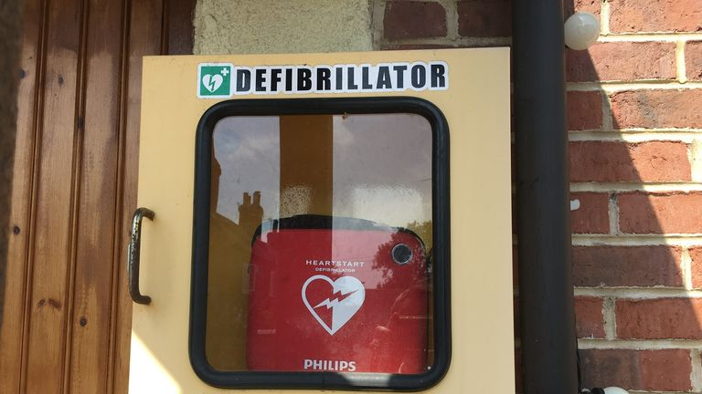 The defibrillator in the village of Smisby