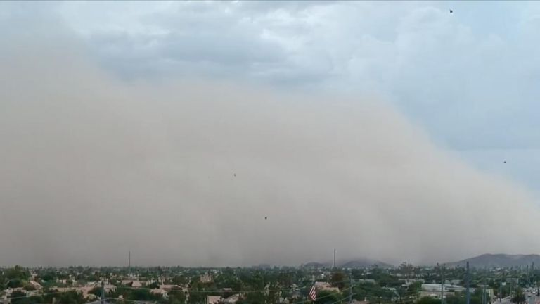 Haboob hangs oppressively over Phoenix, Arizona