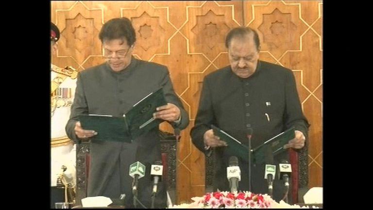 Imran Khan is sworn in as Pakistan's prime minister