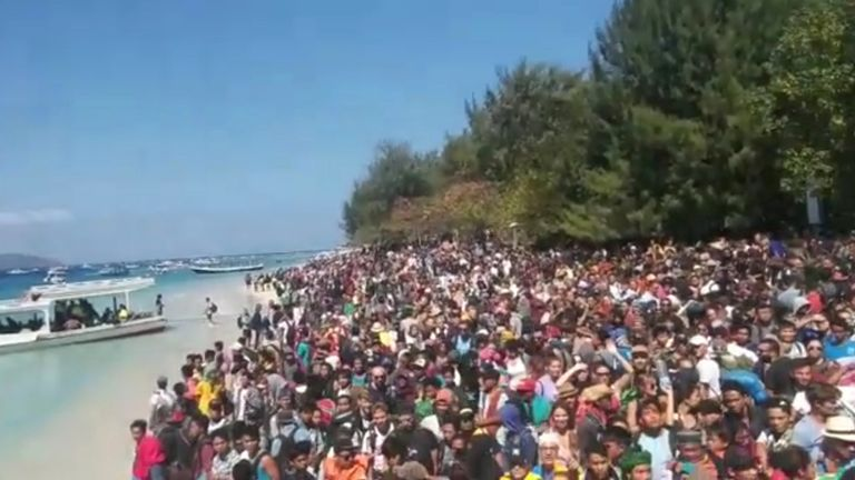 People crowd on the shore as they attempt to leave the Gili Islands after an earthquake