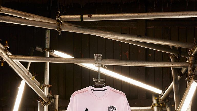 sports shoes 0ec1a 83c8e Manchester United unveil pink away kit as tribute to city's ...