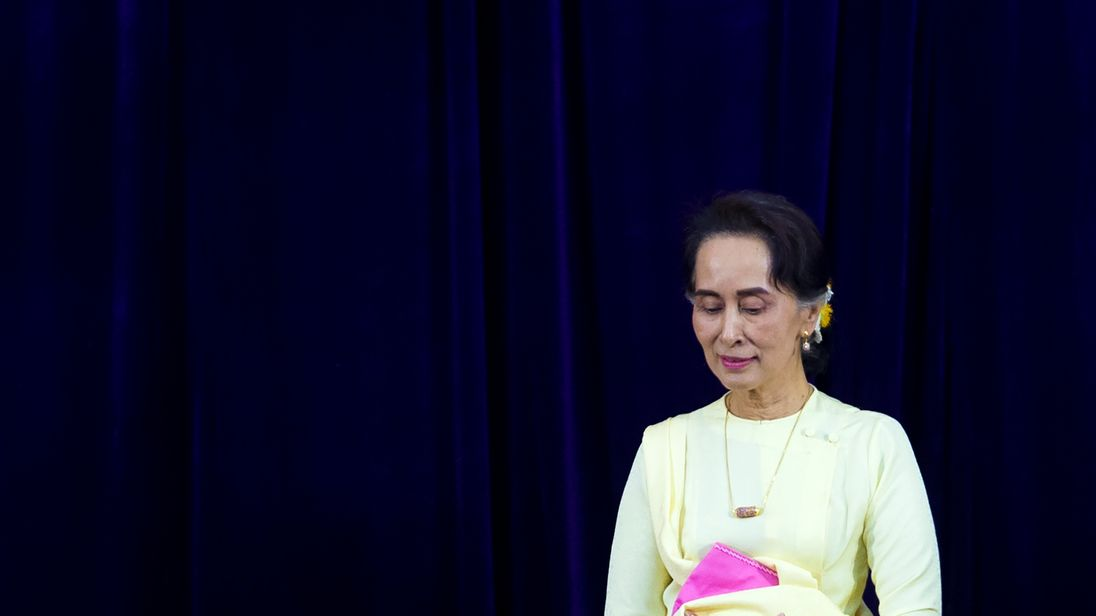 Aung San Suu Kyi stripped of Amnesty award after 'shameful betrayal of values' over Rohingya