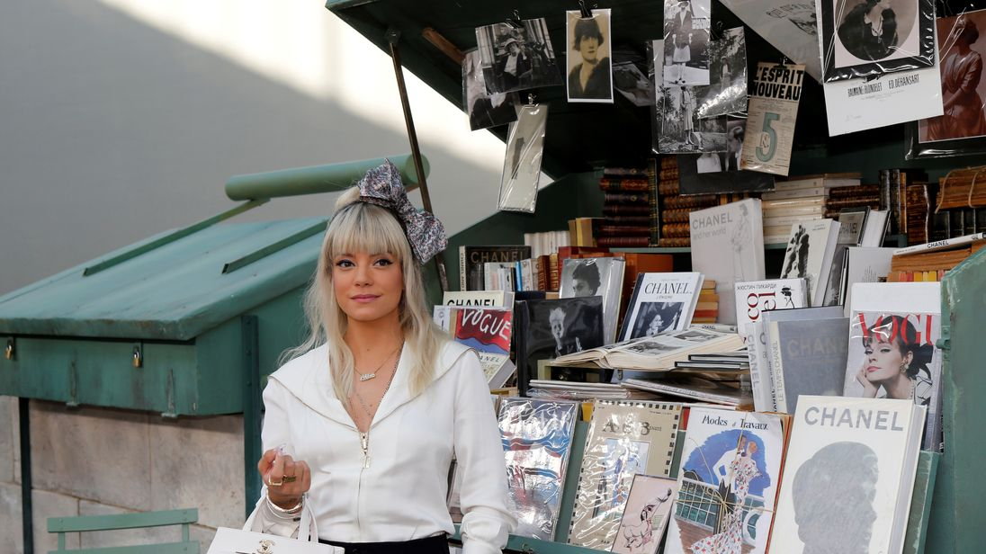 Lily Allen opens up on sleeping with female escorts while on tour