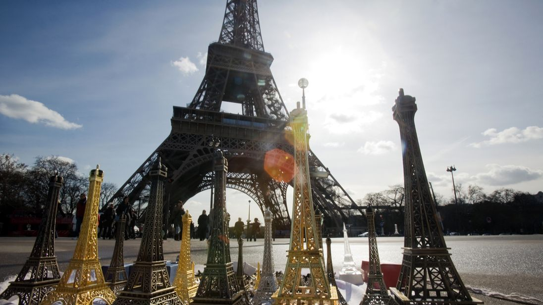 20 tonnes of miniature Eiffel Towers seized in France