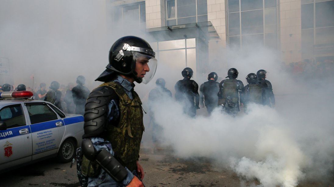 Russian Federation : 1,000 detained in anti-government protests
