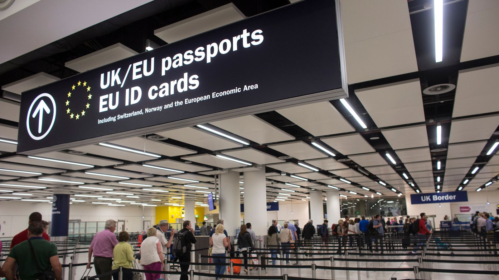 EU and non-EU migrants to get 'same status' after Brexit